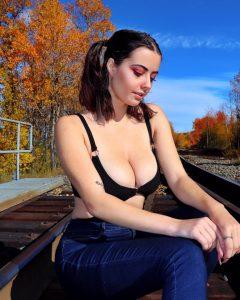 Julia Burch Sexy YouTuber Lewd Photos!