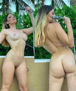 Holly Wolf Onlyfans Shower Nudes