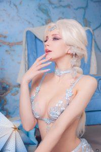 Oichi Chan Queen Elsa Cosplay