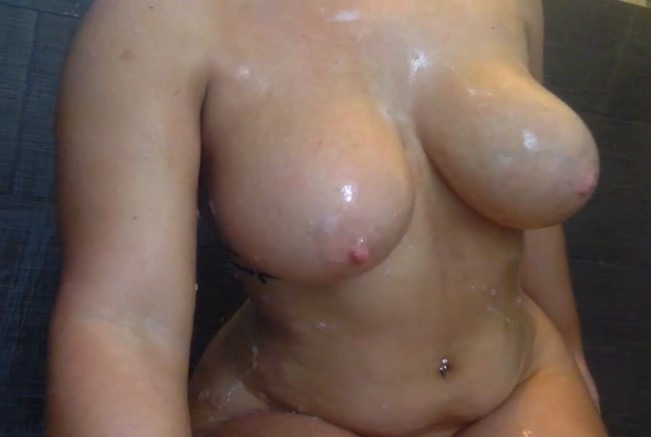 Enjoy erotic completely naked shower video