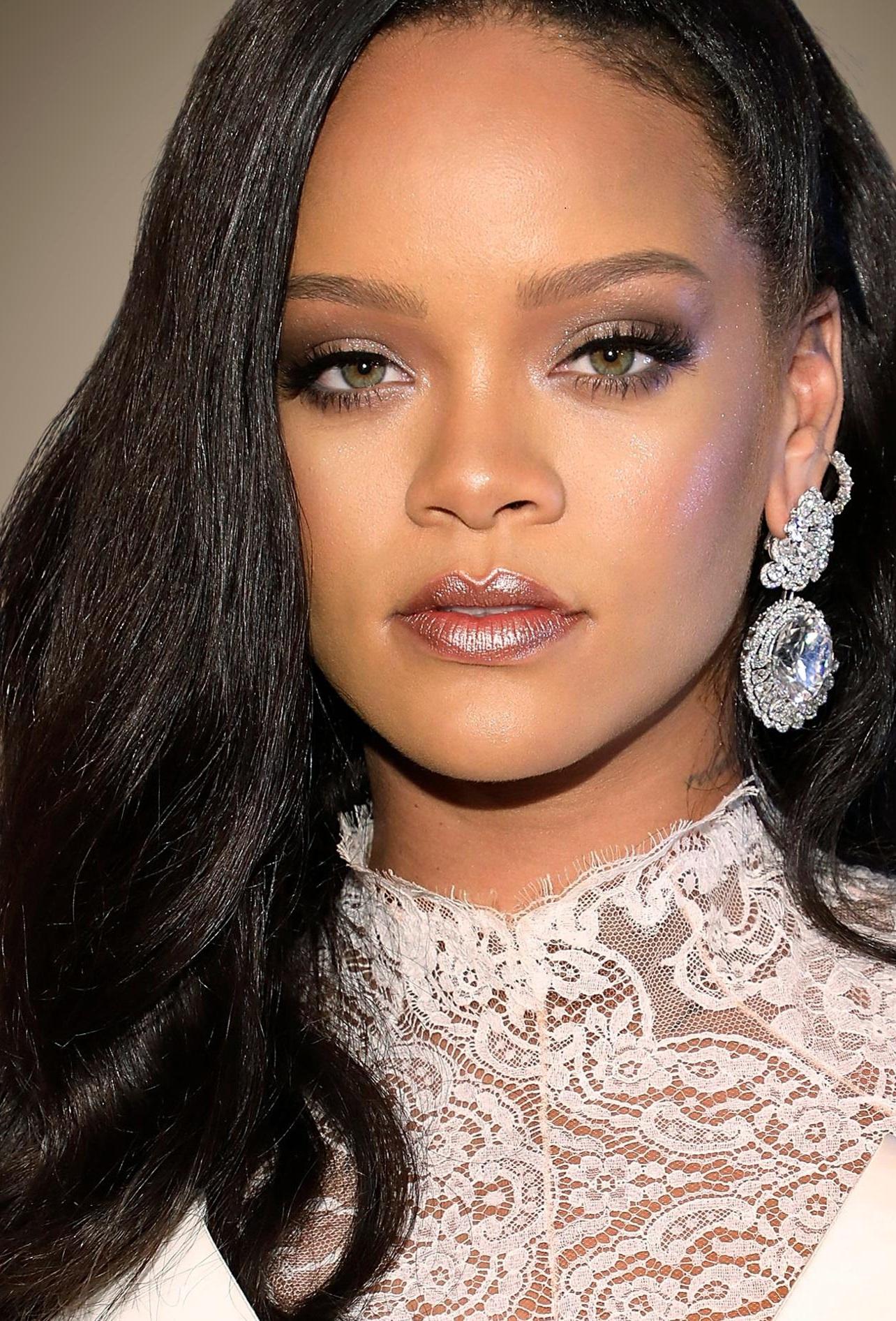 Rihanna - DirtyShip.com